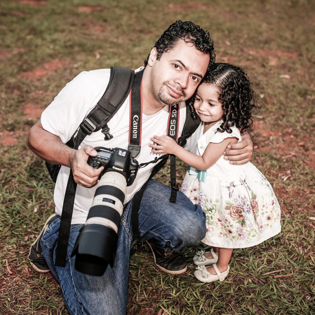 Fotógrafo e a modelo mirim
